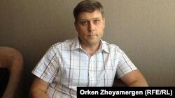 Оппозициялық басылымдарды қорғаушы заңгер Сергей Уткин.