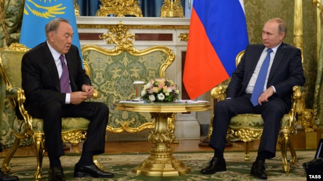 Russian President Vladimir Putin (right) meets with Kazakh counterpart Nursultan Nazarbaev ahead of the Russian-led Collective Security Treaty Organization and Eurasian Economic Union summits in Moscow on December 21.