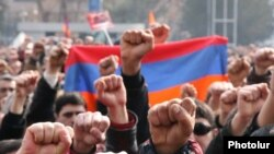 Opposition rallies on the streets of Yerevan in early 2008