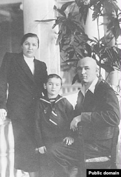 Зинаида, Андрей и Петр Григоренко в 1950 году