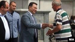 Никола Груевски (в центре)