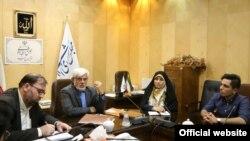 دیدار اعضای انجمن اسلامی دانشجویی دانشگاه علوم پزشکی اصفهان با محمدرضا عارف (نفر دوم از چپ).