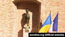 Прапори України і Франції в Тулузі, ілюстративнt архівне фото