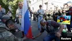Нааразылыкка чыккандар Орусиянын туусун өрттөп жатышат.