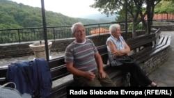 Посетители на манастирот Свети Јоаким Осоговски во Крива Паланка.