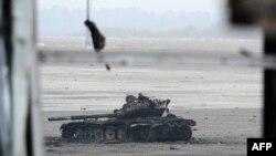 Знищений танк у Донецькому аеропорті