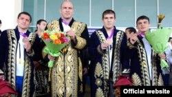 Олимпиада совриндорлари Артур Таймазов, Ришод Собиров, Аббос Атоев ва Сослан Тигиев.