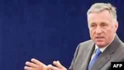 Чех премьер-министри Мирек Топаленек Страсбургда Европарламенттин депуттары алдында сөз сүйлөдү, 25-март