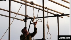 A soldier prepares the ropes for a public hanging in Iran. (file photo)