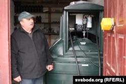 Яўген Ярашэвіч мае сваю міні-АЗС, дзе захоўваецца дызэльнае паліва. На год ягонай фэрме трэба 12 тысяч літраў, якія ён купляе па гуртавой цане