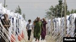 Лагеря беженцев для этнических узбеков - граждан Киргизии на узбекско-киргизской границе
