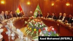 رئيس إقليم كردستان العراق مسعود بارزاني يجتمع بأعضاء المكتب السياسي للإتحاد الوطني الكردستاني في السليمانية