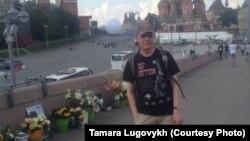 Orsýetli aktiwist Nemtsowyň ýadygärligindäki hüjümden soň aradan çykdy