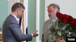 Out with the old, in with the new? Oleg Belozerov (left) and his predecessor, Vladimir Yakunin