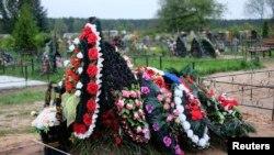 Свежие могилы в Псковской области. 27 авугста 2014 года.