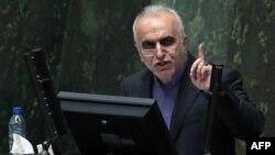 فرهاد دژپسند از آبان ۱۳۹۷ وزیر اقتصاد دولت روحانی است