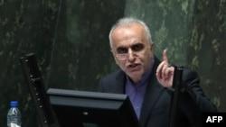 فرهاد دژپسند، وزیر امور اقتصادی و دارایی ایران میگوید که کشور امسال باید بودجه غیرنفتی را با تکیه بر مالیاتها تجربه کند.