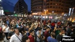 Акция в Ереване в поддержку оппозиционеров, захвативших здание полиции (18 июля 2016 года)