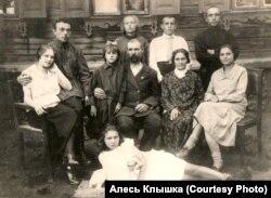 Ёсіф Голубеў зь дзецьмі і ўнукамі, 1926 год