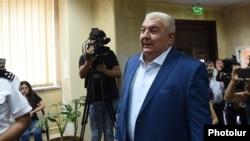 Юрий Хачатуров явился на допрос в ССС, Ереван, 26 июля 2018 г.