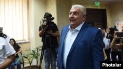Юрий Хачатуров Армения арнайы тергеу қызметіне жауап беруге келді. Ереван, 26 шілде 2018 жыл.