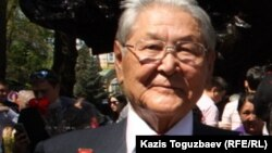 Серикболсын Абдильдин, бывший лидер Компартии Казахстана. Алматы, 9 мая 2014 года.