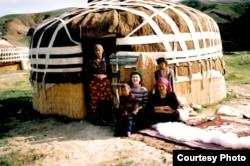 Өзбекстандык аялдар, Р. Султанова тарткан сүрөт