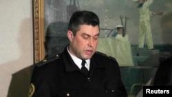 Бывший командующий ВМС Украины в Крыму Денис Березовский дает присягу на верность пророссийскому региональному правительству в Севастополе, 2 марта 2014 года.