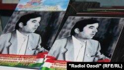 Фотографии с изображением президента Таджикистана Эмомали Рахмона.