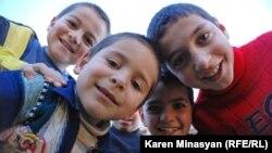 Երեխաներ Հայաստանի գյուղերից մեկում, արխիվ