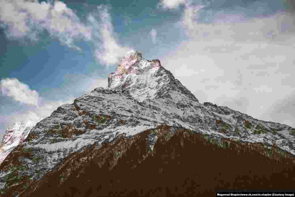 Вершина горы в Южном Дагестане. Шапиев многие кадры делает на iPhone, нов основном фотографирует на Canon 5D Mark iiи Sony Alpha A7.
