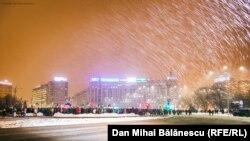 У Бухаресті протести проти уряду відбуваються на площі Перемоги за будь-якої погоди