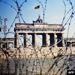 Бранденбургские ворота, вид со стороны Западного Берлина, 1968 год.