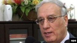 وزير الدفاع عبد القادر العبيدي