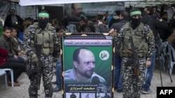 نیروهای واحد عزالدین قسام تصویر محمد الزواری را در دست دارند.