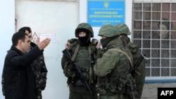 Штаб Военно-морского Флота Украины блокирован военными, как предполагается российскими