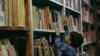 Из уличной библиотеки Владикавказа пакетами уносят книги, но организаторы не собираются с этим бороться