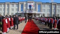 21 декабри 2018 года в кишлаке Оби Шифо района Рудаки состоялась церемония открытия школы с участием президента. ФОТО с сайта president.tj