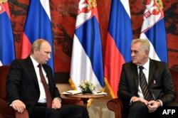 Президент Росії Володимир Путін (ліворуч) та президент Сербії Томислав Николич під час зустрічі у Белграді. Жовтень 2014 року