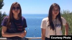 Гульден и Гульжан Тимур, сестры-близнецы, вегетарианцы с рождения.
