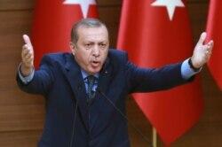 گفتوگوی جمشید زند با قدیر گلکاریان، استاد علوم سیاسی در دانشگاه قبرس، درباره تعلیق هزاران نفر از نیروی پلیس ترکیه