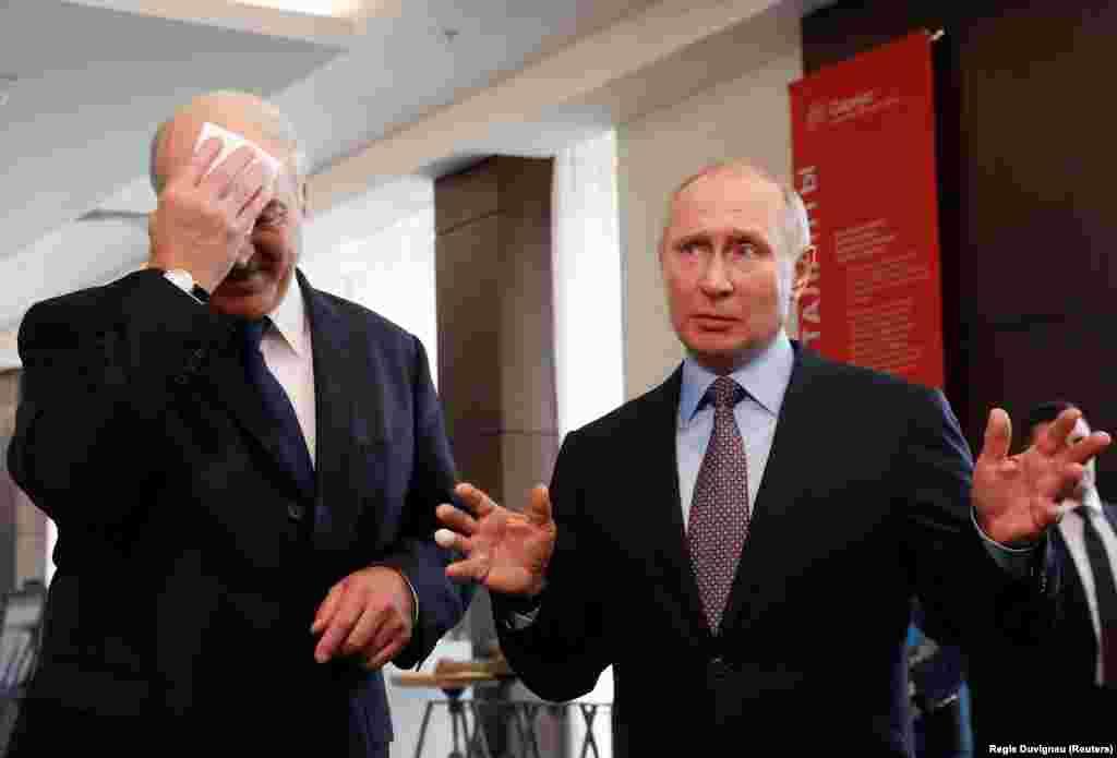 БЕЛОРУСИЈА / БЕЛГИЈА - Белорускиот претседател Александар Лукашенко е поканет на вечера чиј домаќин е претседателот на Европскиот совет Доналд Туск за прослава на десетгодишнината од Источното партнерство во Брисел. Според неколку извори на Радио Слободна Европа од Брисел, на прославата покрај Лукашенко поканети се и лидерите на Ерменија, Азербејџан, Грузија, Молдавија и Украина. Овој самит под покровителство на ЕУ ќе биде првиот на вака високо ниво на кое е поканет Лукашенко, откако на претходните четири самити беше исклучен.