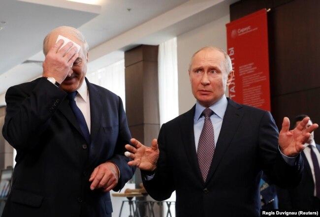 Зліва направо: президент Білорусі Олександр Лукашенко і президент Росії Володимир Путін. Сочі, 15 лютого 2019 року