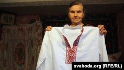Вытканыя Сьцепанідай Аляксееўнай кашулі