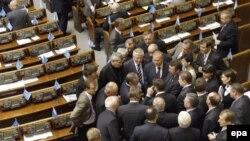 Выборы в Верховную Раду в назначенный срок могут не состояться