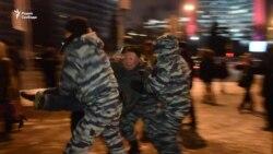 В День Конституции задержаны активисты, читавшие Конституцию