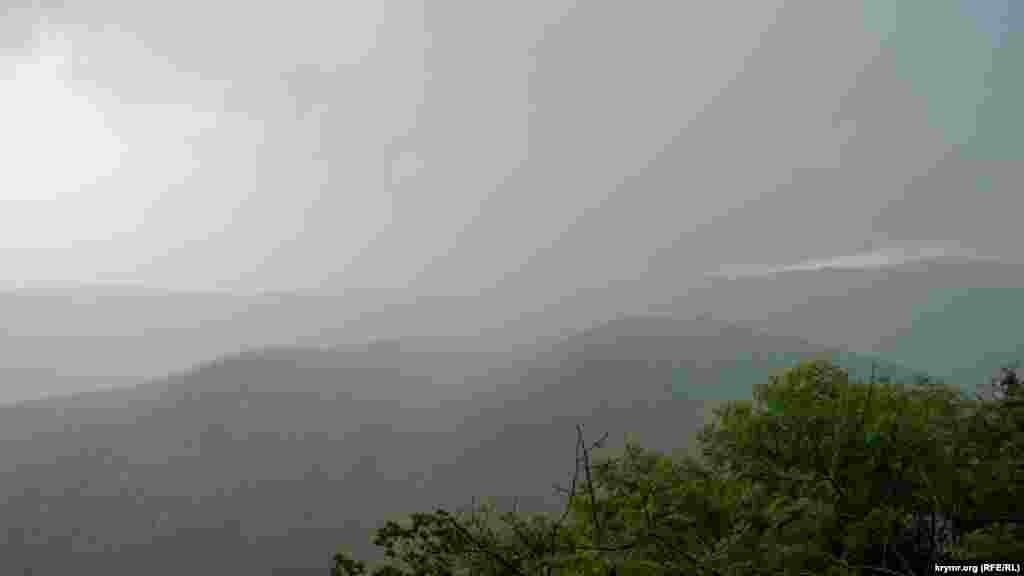 А невдовзі над Ангарським перевалом пішла справжня літня гроза
