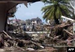 Северная Суматра, провинция Ачех, сразу после цунами в декабре 2004 года