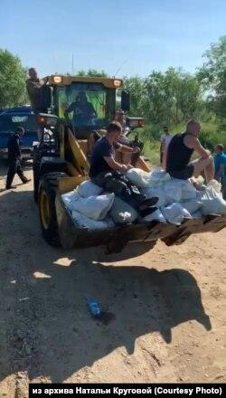 Жители села Владимировка в Приамурье готовятся к наводнению