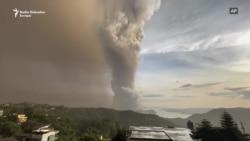 Vulkan Taal izbacuje pepeo, stanovništvo beži